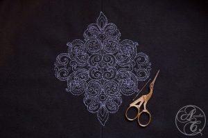 Barockes Larp Cape mit Handstickerei von Aurelia Creative